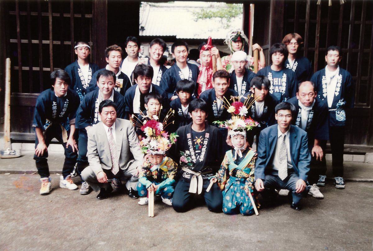 2000年 多度津町山階・春日神社 秋季例大祭 記念 集合写真 上小原獅子組
