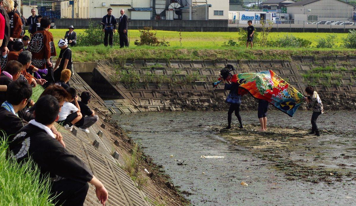 2016年 多度津町山階・藤波池 秋季例大祭 池周り 上小原獅子組