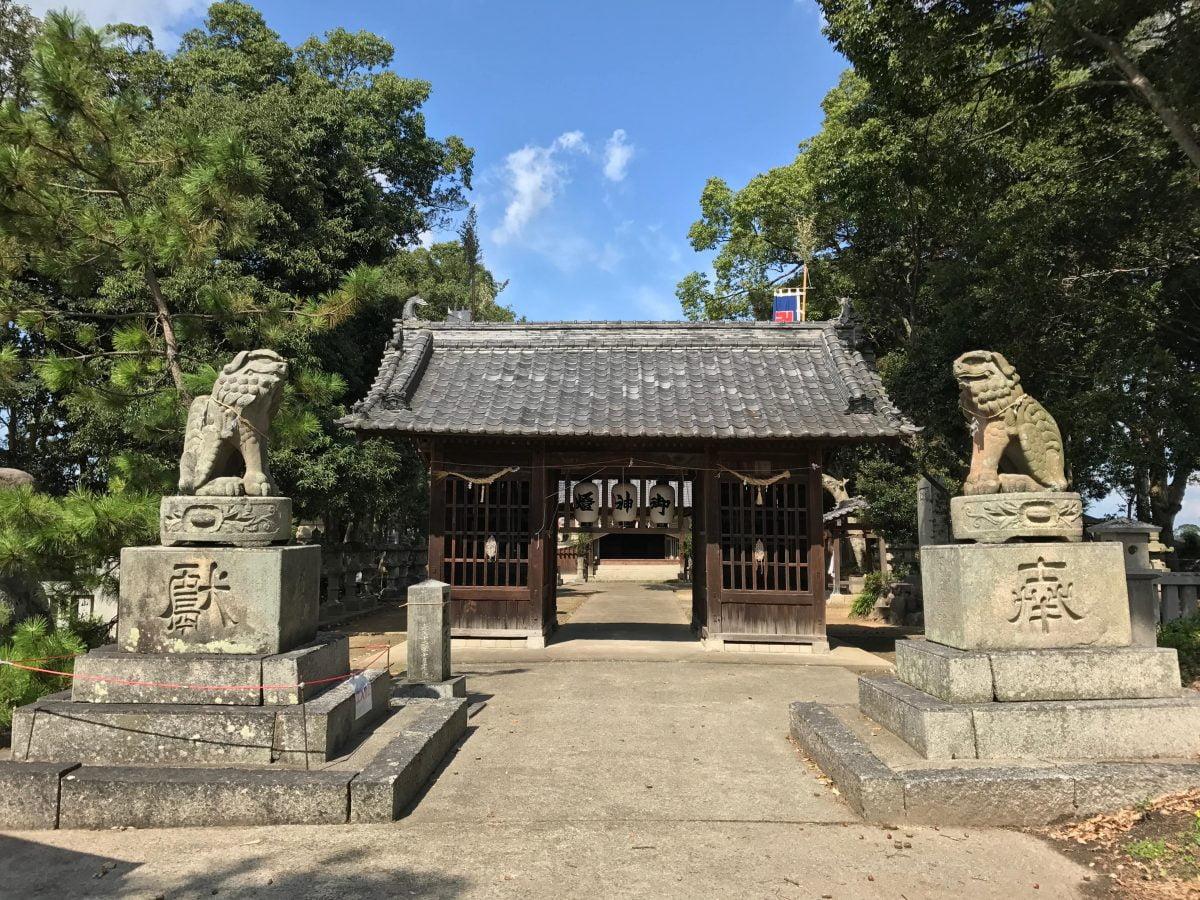 多度津町山階・春日神社 昔の狛犬