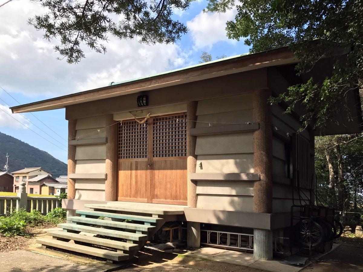 多度津町山階・春日神社 収蔵庫