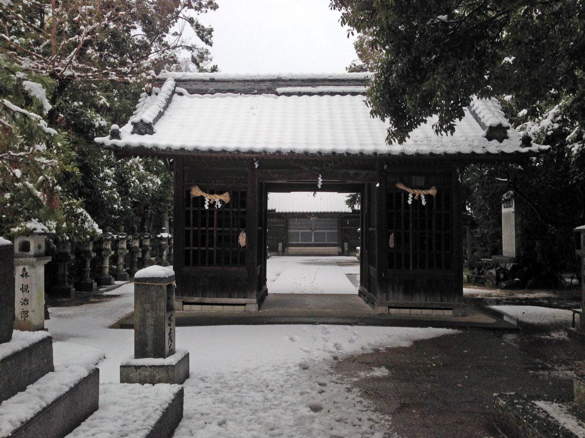 多度津町山階・春日神社 随神門
