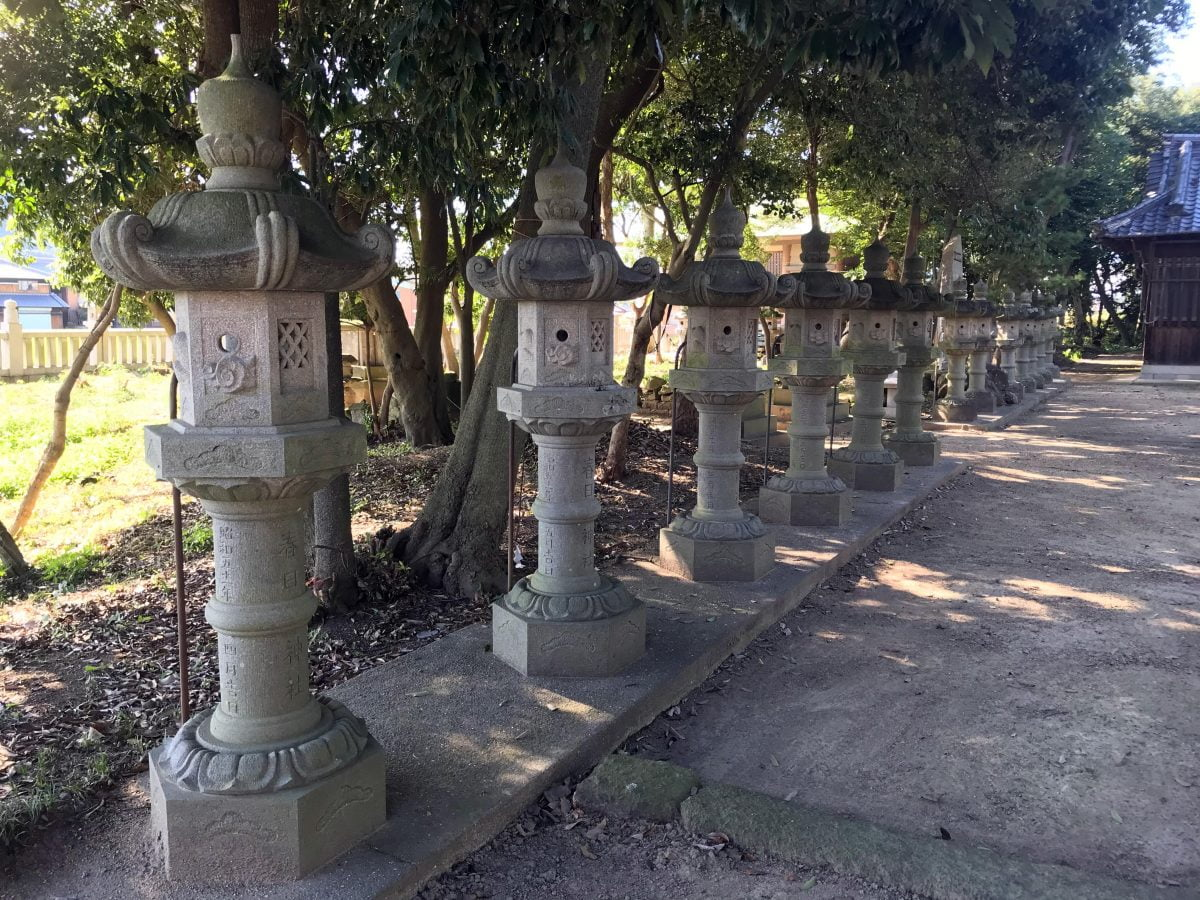 多度津町山階・春日神社 春日燈籠